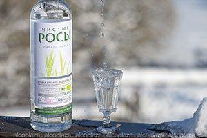 Водка Чистые Росы из ржаного зерна 0.5л